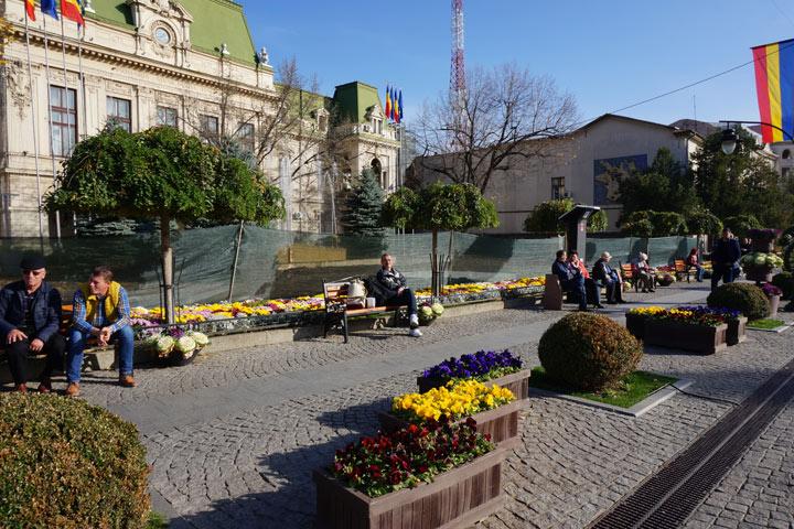 Товара больше, а цены в два раза ниже  Почему жители Молдовы, наплевав на  условности, едут в соседнюю Румынию, чтобы прилично и недорого одеться f040790dbd5